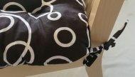 Podsedák na židli foukaný se šňůrkou - 40 x 40 - bílé kruhy - sada 4 ks